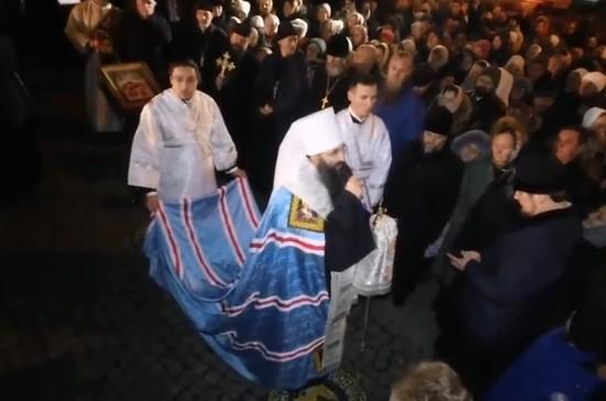 Сотни верующих УПЦ собрались на молитву у захваченного собора в Виннице