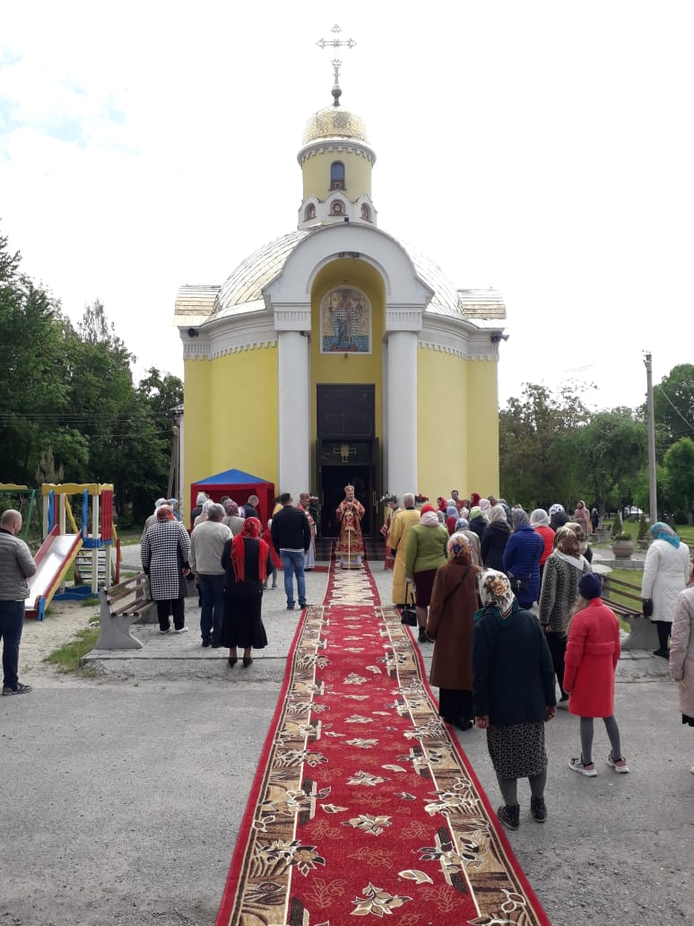Преосвященний Сергій звершив Літургію та освятив престол у Тульчині