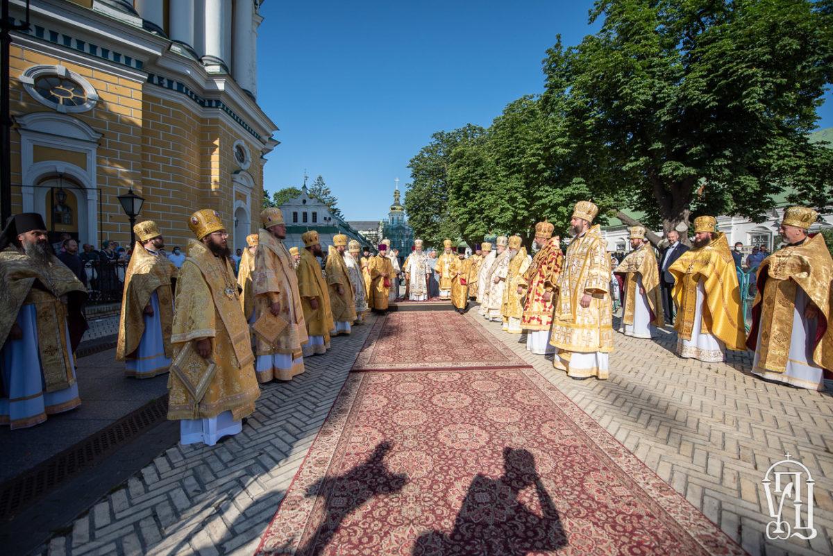У день пам'яті апостолів Петра і Павла єпископ Ладижинський Сергій співслужив Предстоятелю УПЦ у Києво-Печерській Лаврі