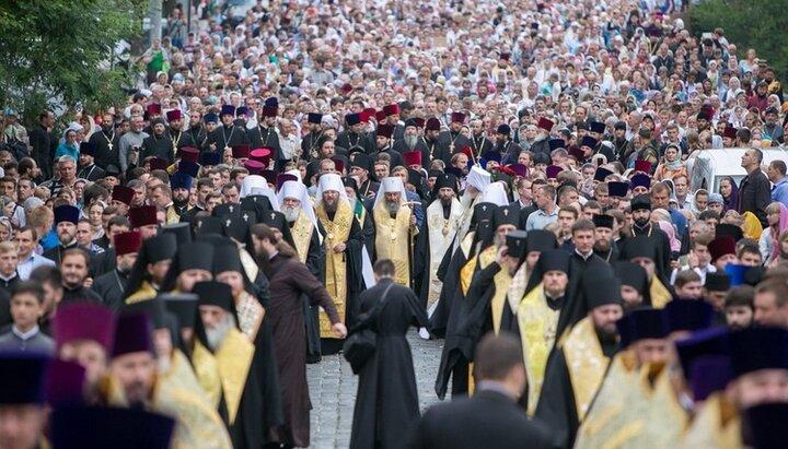 Управделами рассказал, что олицетворяет крестный ход в День Крещения Руси